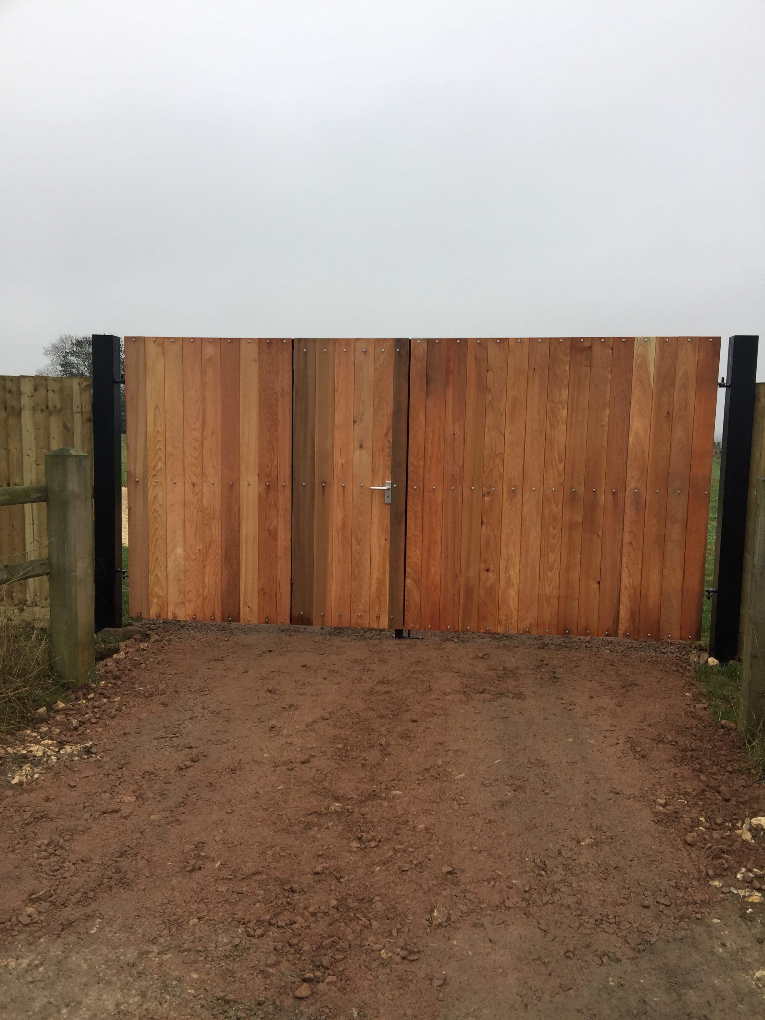 Automatic Gates Milton Keynes| Driveway,Electric Gates,Wooden,Garden ...